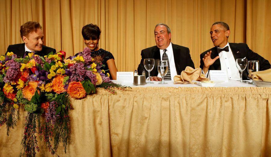 Le couple présidentiel entouré de Conan O'Brien et du vice-président de Fox News Michael Clemente.
