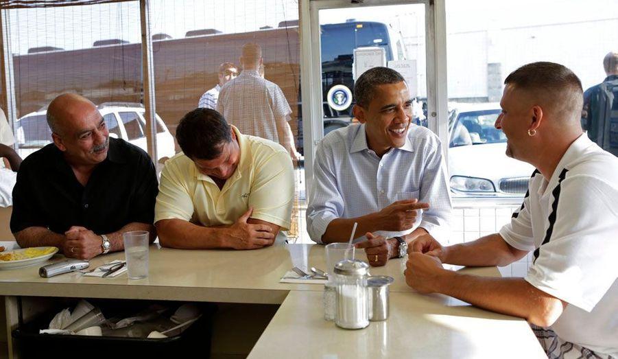 "Barack Obama, ce vendredi matin dans un ""diner "" américain d'Ohio."