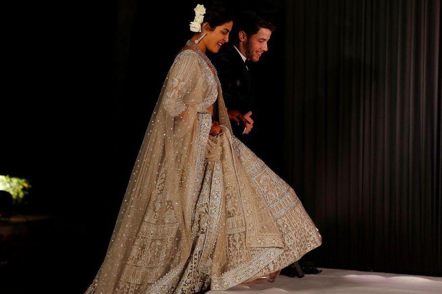 Priyanka Chopra et Nick Jonas arrivent à la réception en l'honneur de leur mariage, à New Delhi mardi