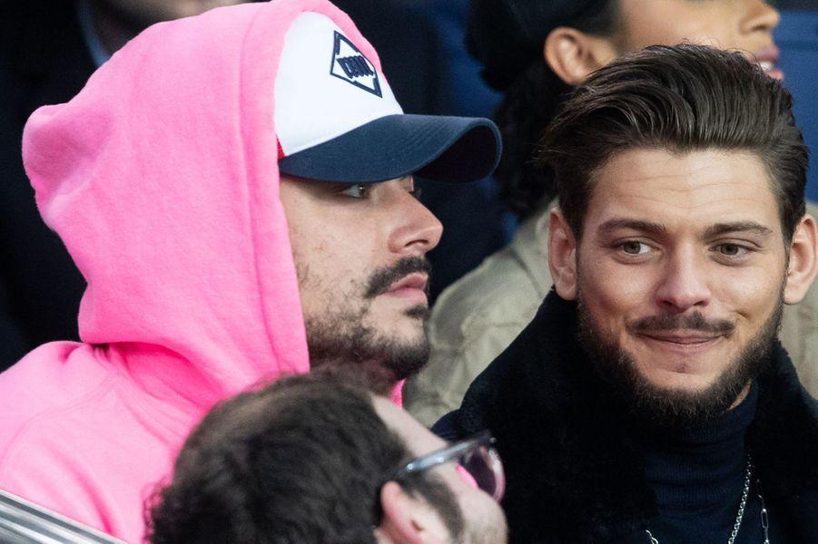Kev Adams et Rayane Bensettidans les tribunes du match opposant le PSG à Bordeaux, au Parc des Princes de Paris, le 23 février 2020. Le PSG a gagné 4-3.