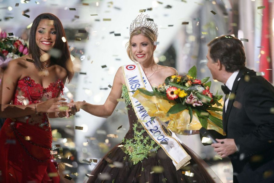 Alexandra Rosenfeld est sacrée Miss France 2006 à Cannes le 3 décembre 2005