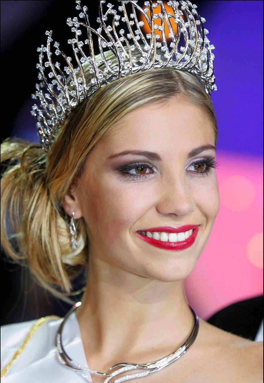 Alexandra Rosenfeldest sacrée Miss France 2006 à Cannes le 3 décembre 2005