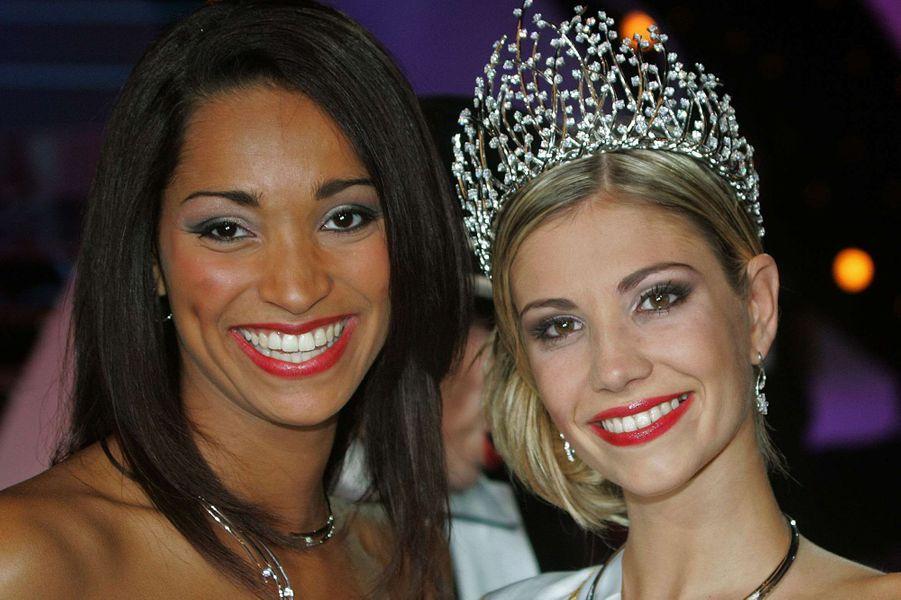 Alexandra Rosenfeld (au côté de Cindy Fabre, Miss France 2005),est sacrée Miss France 2006 à Cannes le 3 décembre 2005