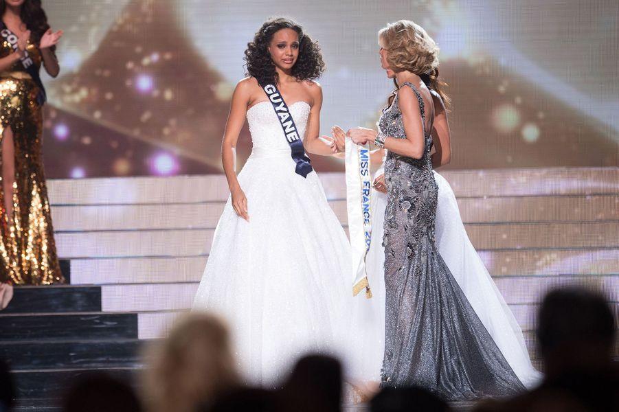 Alicia Aylies est sacrée Miss France 2017 à Montpellier le 17 décembre 2016