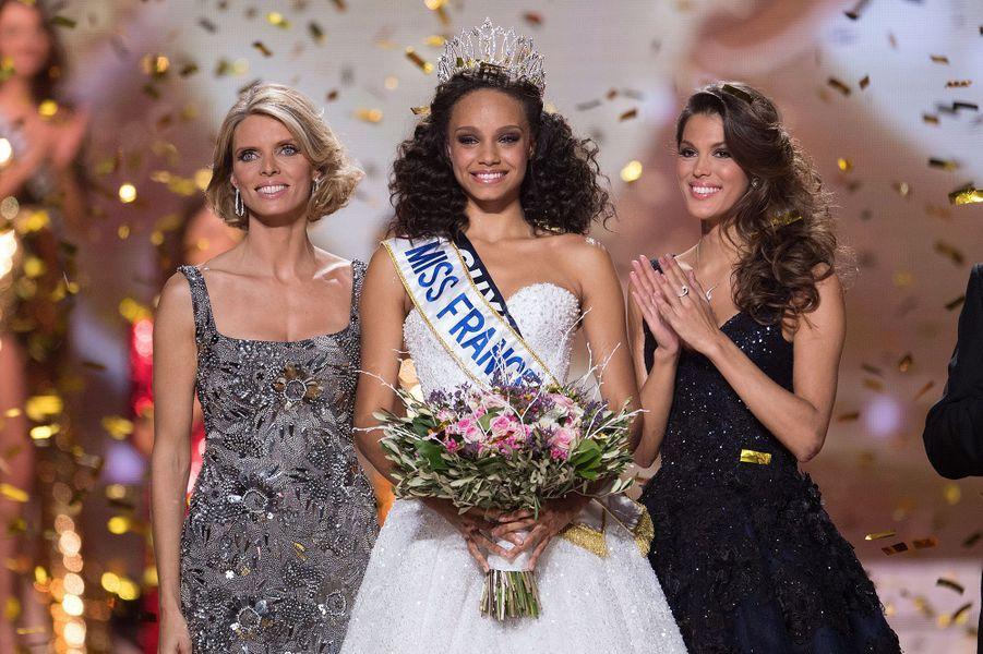 Alicia Aylies, au côté de Sylvie Tellier et Iris Mittenaere, est sacrée Miss France 2017 à Montpellier le 17 décembre 2016