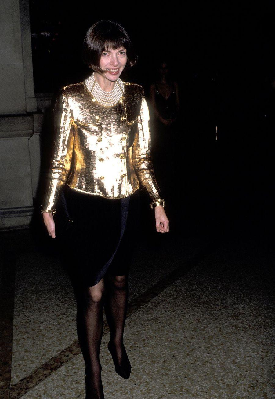 Anna Wintour au gala de l'exposition annuelledu Costume Institute à New York en décembre 1989.