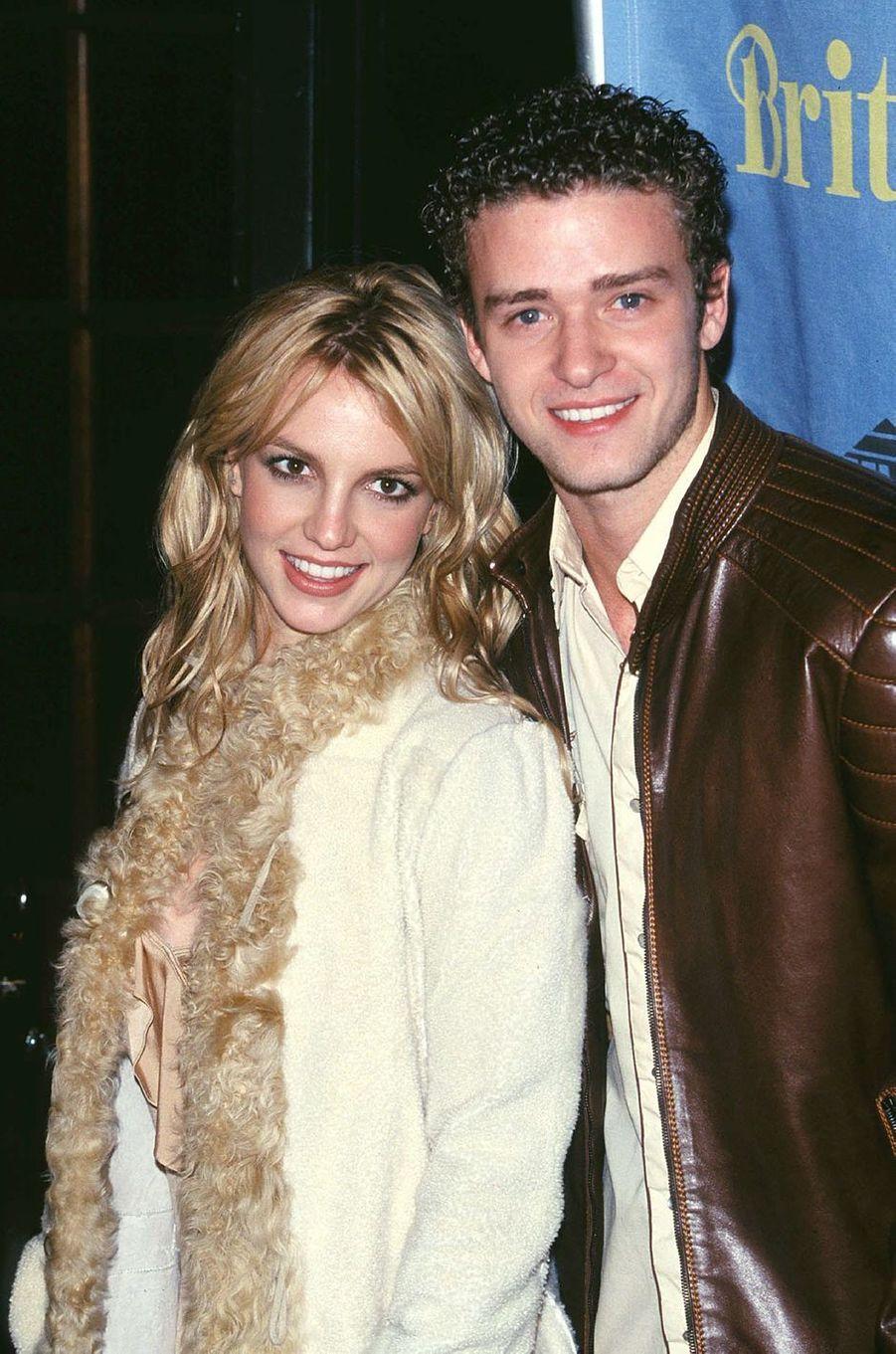 Britney Spears et Justin Timberlake à New York pour la soirée de lancement de l'album «Britney» en novembre 2001