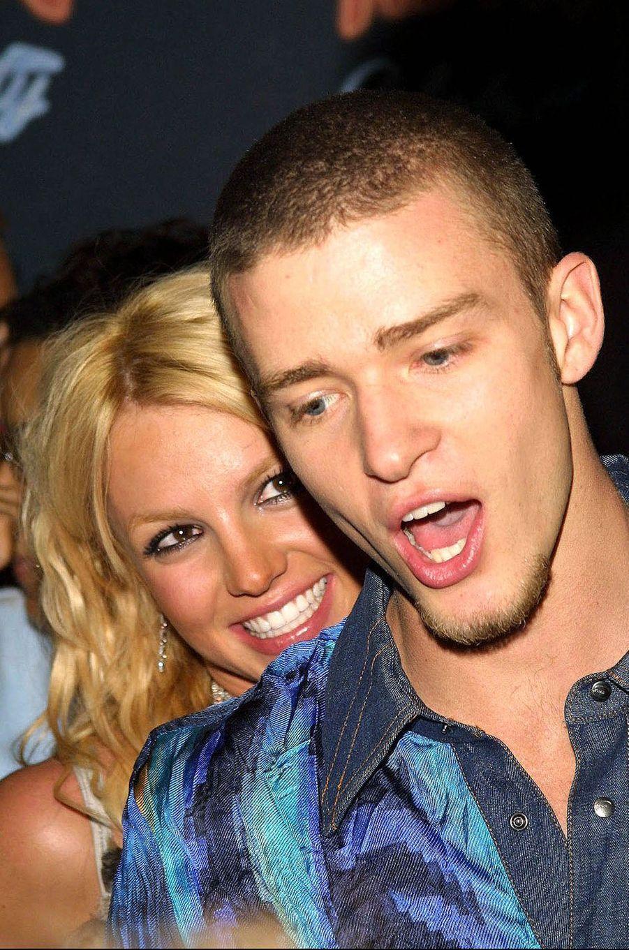 Britney Spears et Justin Timberlake à Los Angeles lors d'une soirée organisée par les NSYNC en juillet 2001