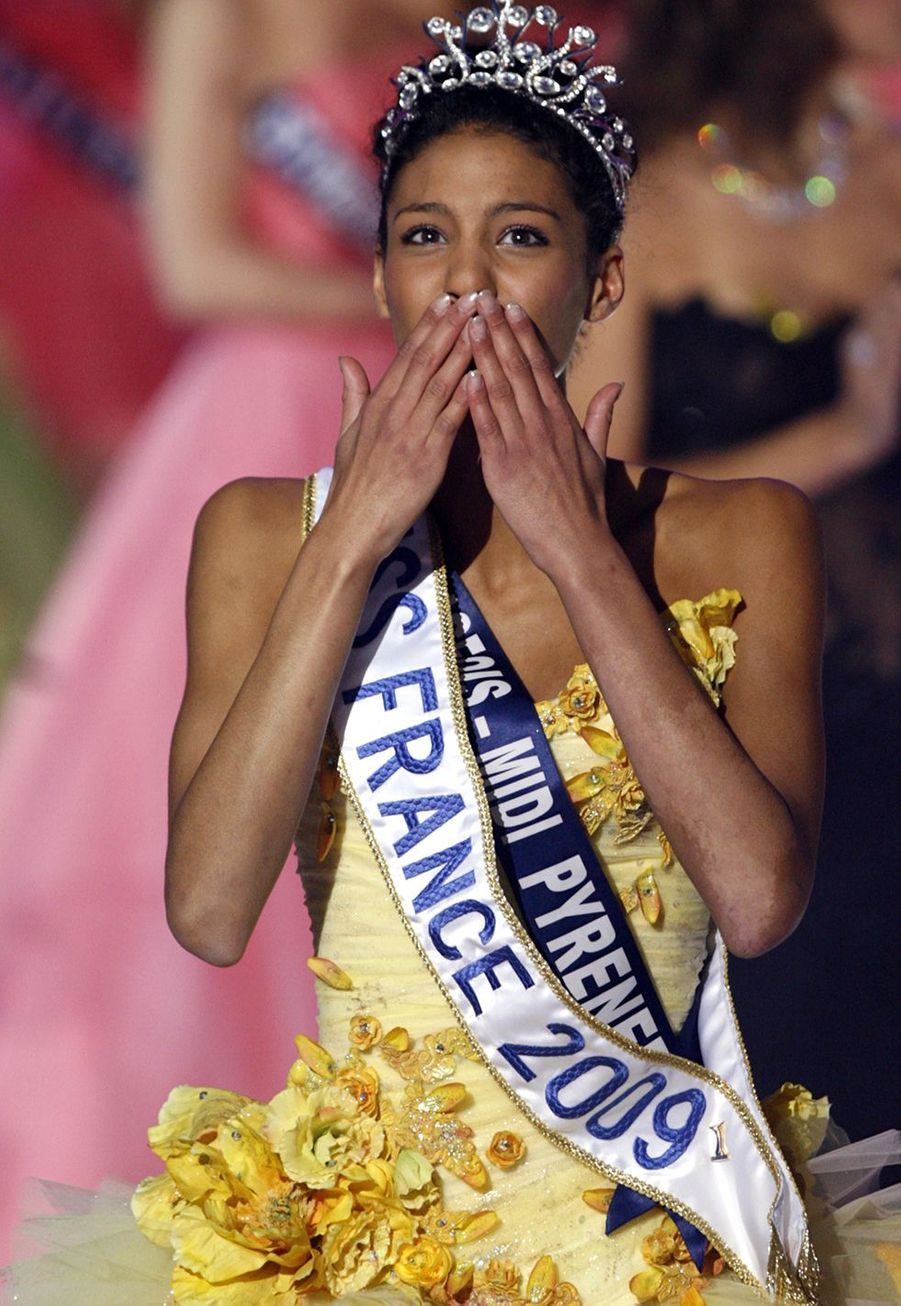 Chloé Mortaud est sacrée Miss France 2009au Puy du Fou le 6 décembre 2008