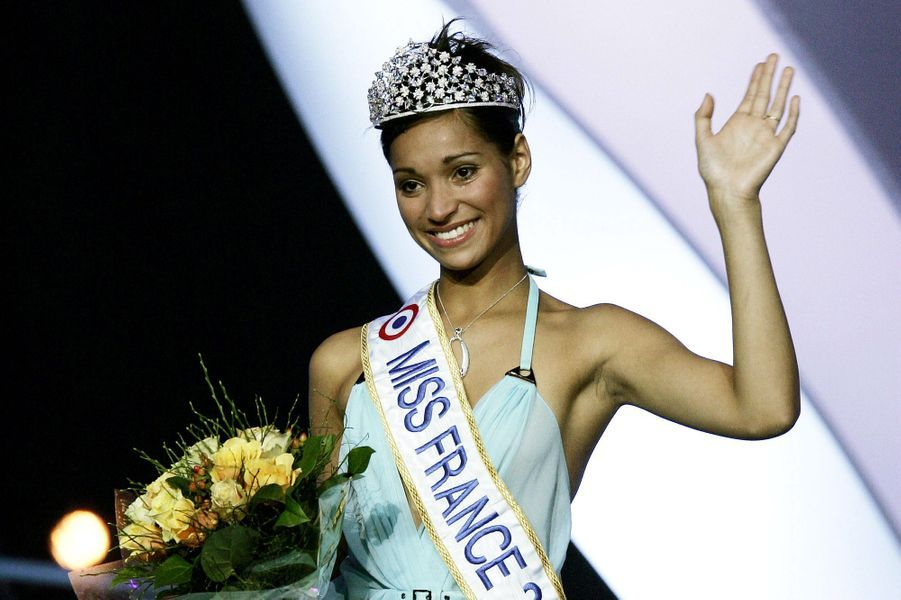 Cindy Fabre, alias Miss France 2005, le soir de son élection à Tours le 11 décembre 2004