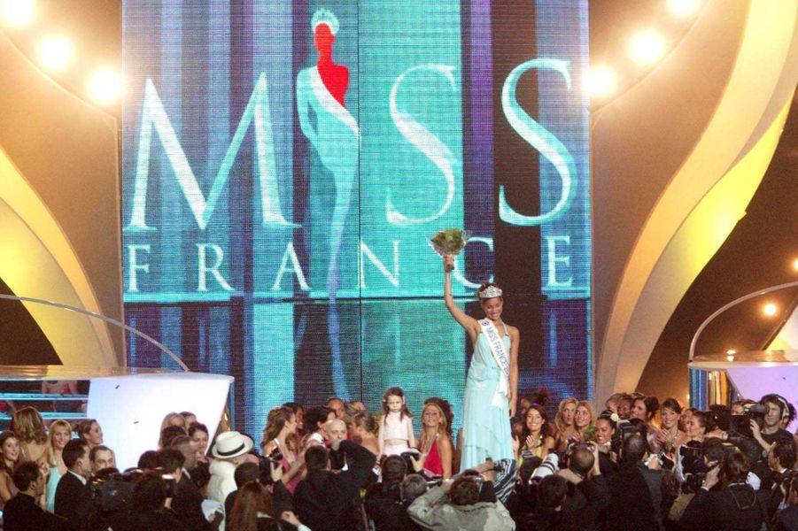 Cindy Fabredevient Miss France 2005 à Tours le 11 décembre 2004