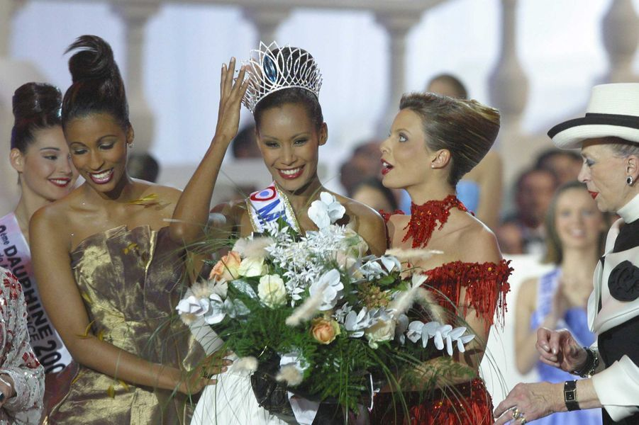 Corinne Coman couronnée Miss France 2003à Lyon le 14 décembre 2002