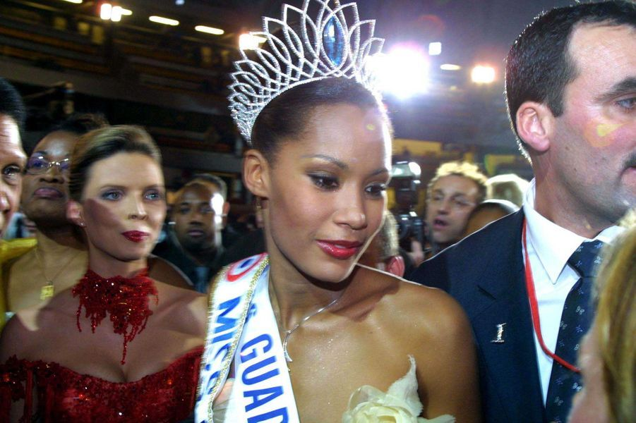 Corinne Coman, alias Miss France 2003, juste après sonson élection à Lyon le 14 décembre 2002