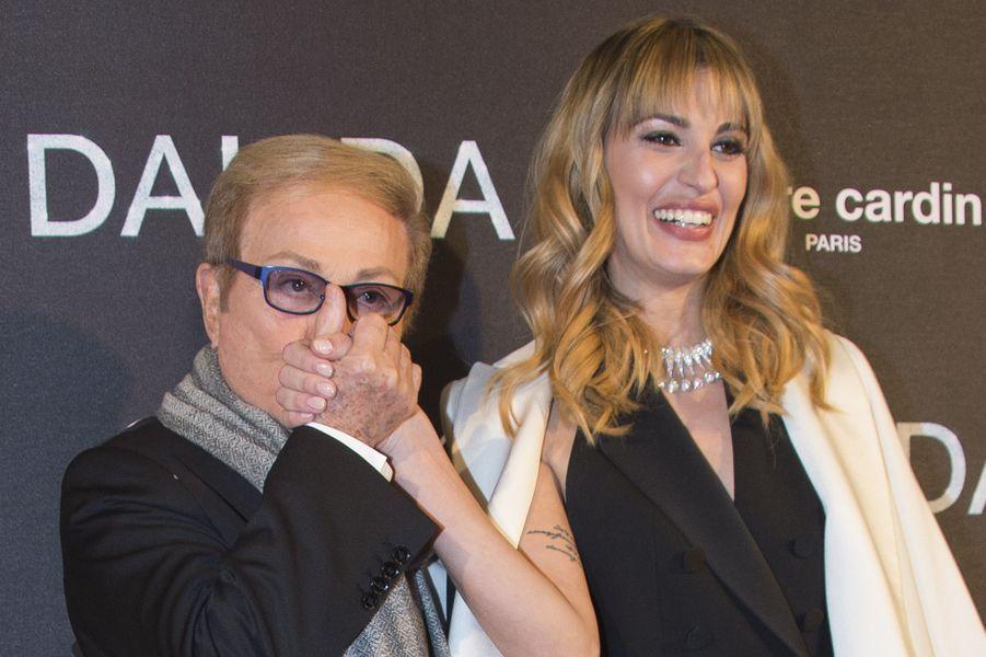 Sveva Alviti avec le frère de Dalida, Orlando, à l'Olympia le 30 novembre 2016.