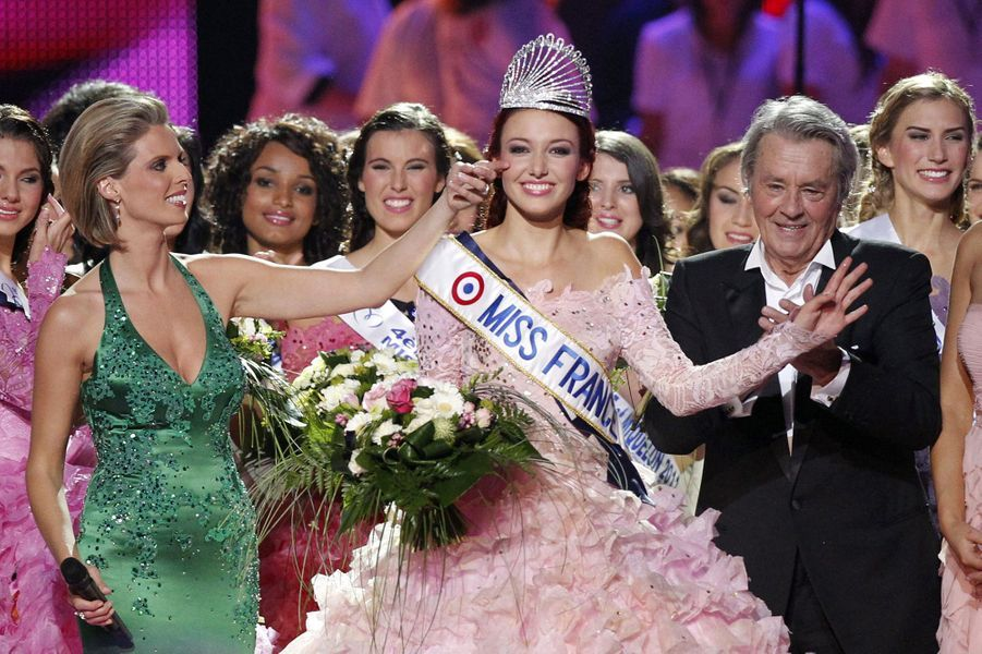Delphine Wespiser est sacrée Miss France 2012 àGuilers, près de Brest, le 3 décembre 2011