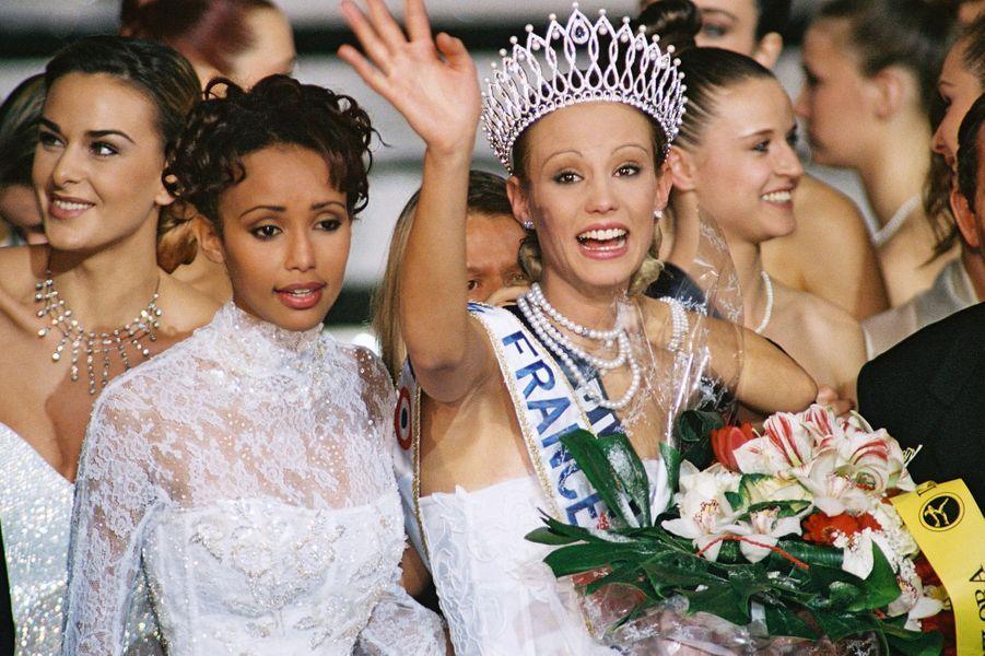 Elodie Gossuin, Miss France 2001, lors de son sacre à Monte-Carlo le 9 décembre 2000