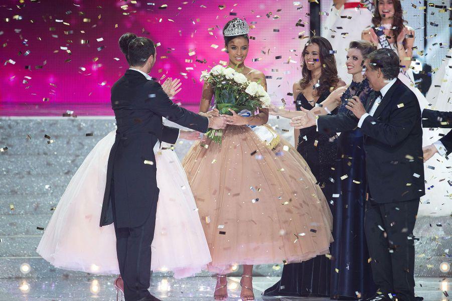 Flora Coquerel est sacrée Miss France 2014 à Dijon le 7 décembre 2013