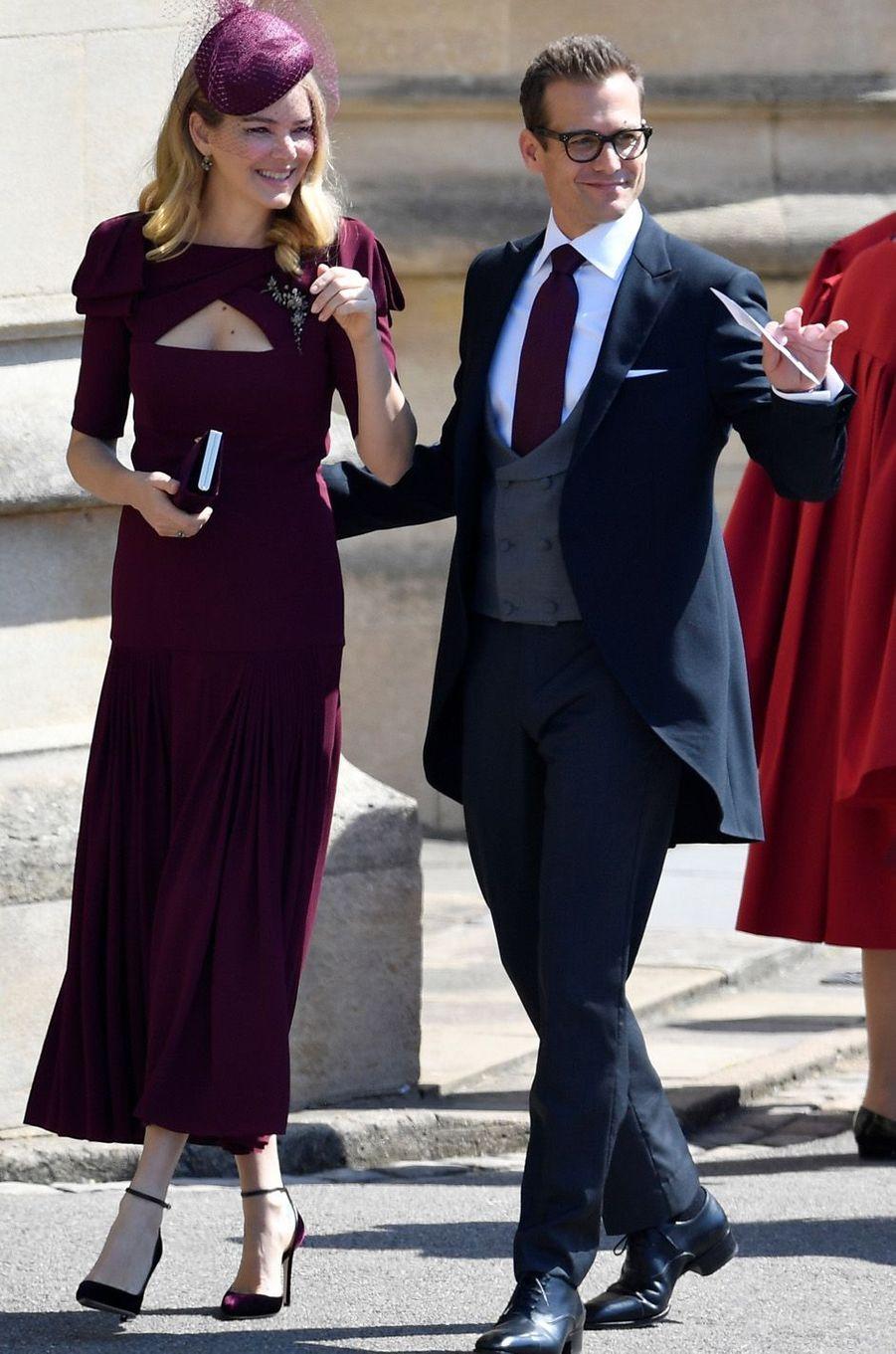"""Gabriel Macht, de la série """"Suits"""" et son épouse au mariage de Meghan et Harry, le 19 mai 2018."""