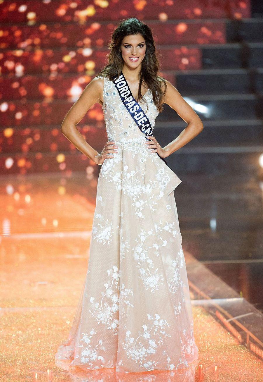 Iris Mittenaere lors de l'élection de Miss France 2016 à Lille le 19 décembre 2015