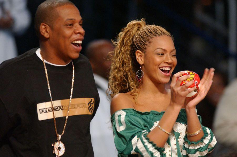 Jay-Z et Beyoncé lors d'un match de basketball à Atlanta en février 2003