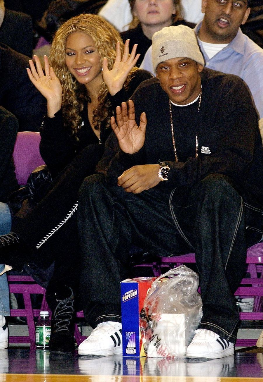 Jay-Z et Beyoncé lors d'un match de basketball à New York en décembre 2002