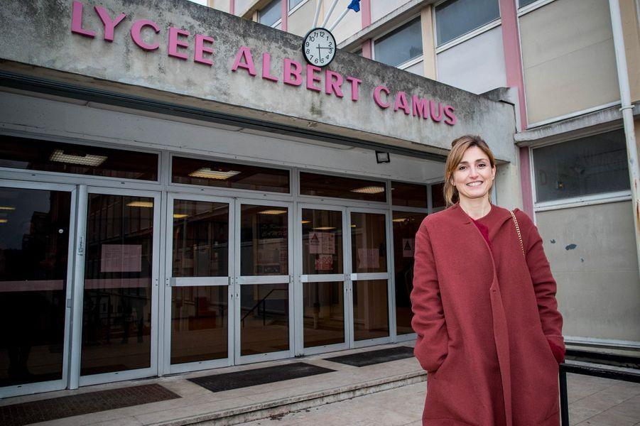 Julie Gayet de retour dans son lycée de Bois-Colombes