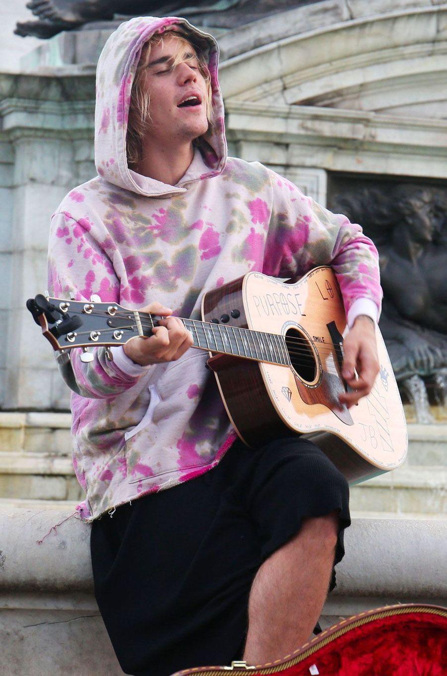 Justin Bieber devant Buckingham Palace à Londres, le 18 septembre 2018