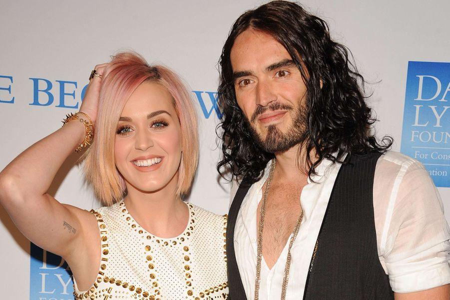 Katy Perry et Russell Brand à un gala caritatif à Los Angeles le 3 décembre 2011, leur dernière apparition avant l'annonce de leur rupture survenue vingt-sept jours plus tard
