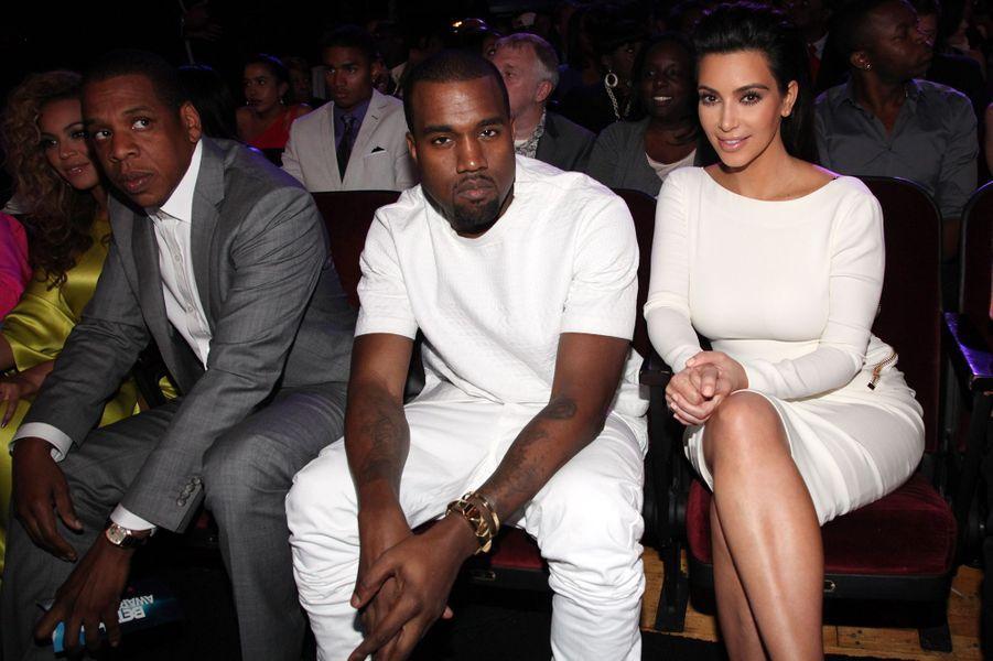 Kim Kardashian et Kanye West (avec Beyoncé et Jay-Z) aux BET Awards à Los Angeles en juillet 2012