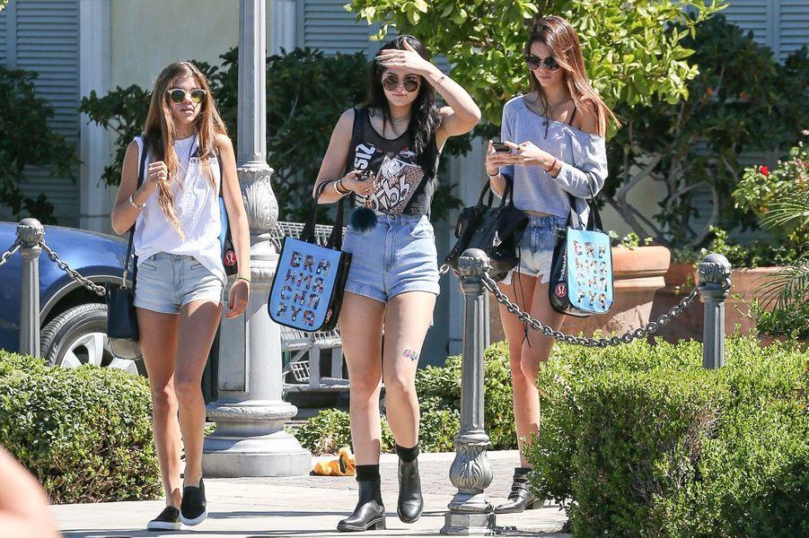 Kylie Jenner et Sofia Richie lors d'une virée shopping avec Kendall Jenner à Calabasas en septembre 2013