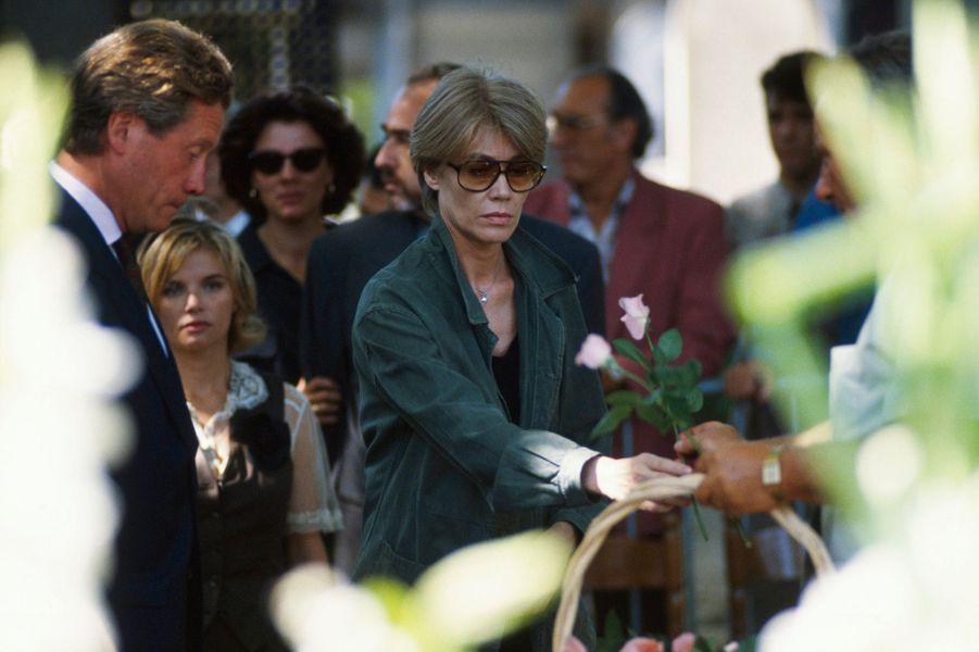 Paris, 6 août 1992 : Françoise Hardy aux obsèques de Michel Berger au cimetière Montmartre.