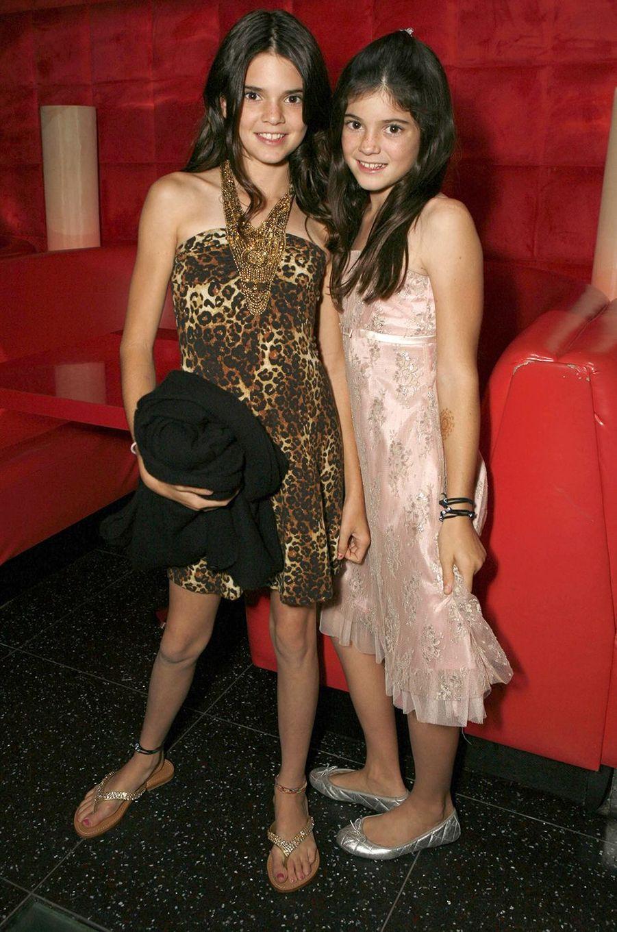 Kendall et Kylie Jennerà une projection de la première saison de «L'incroyable famille Kardashian» à Agoura Hills en octobre 2007