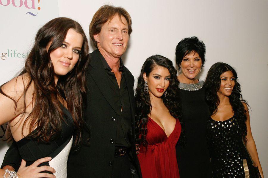 Khloé Kardashian, Bruce (aujourd'hui Caitlyn) Jenner, Kim Kardashian, Kris Jenner et Kourtney Kardashianà la première de l'émission «L'incroyable famille Kardashian» à West Hollywood en octobre 2007