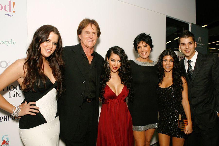 Khloé Kardashian, Bruce (aujourd'hui Caitlyn) Jenner, Kim Kardashian, Kris Jenner, Kourtney Kardashian et Rob Kardashianà la première de l'émission «L'incroyable famille Kardashian» à West Hollywood en octobre 2007