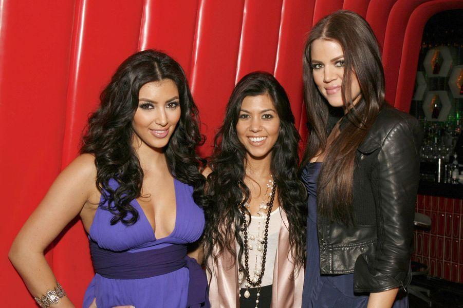 Kim, Kourtney et Khloé Kardashianà une projection de la première saison de «L'incroyable famille Kardashian» à Agoura Hills en octobre 2007
