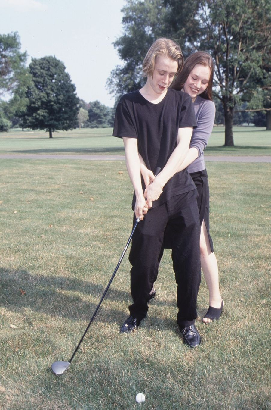 Macaulay Culkin et Rachel Miner lors d'un shooting photo en 1999