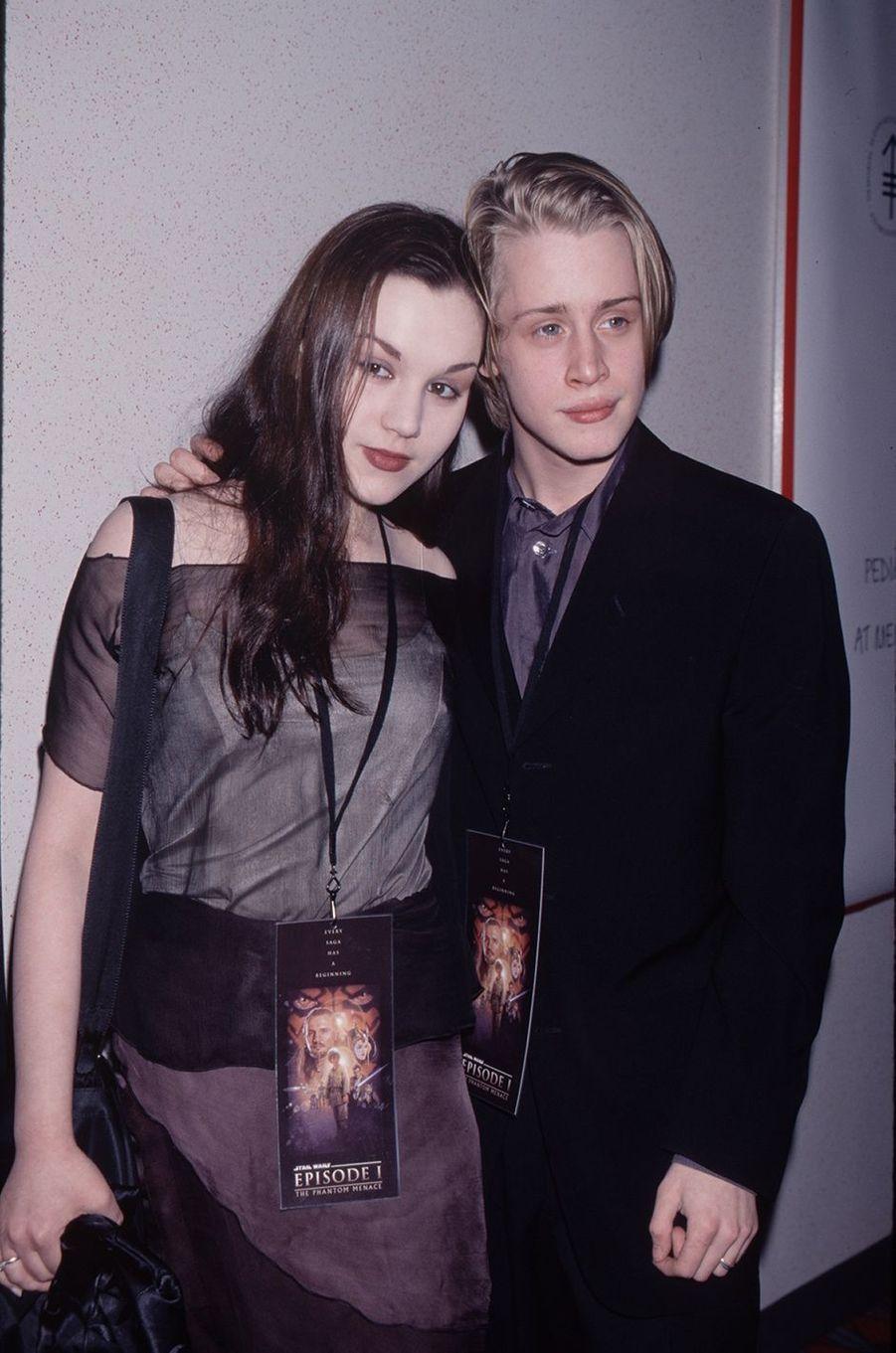 Rachel Miner et Macaulay Culkin à la première de «Star Wars : La Menace fantôme» en mai 1999