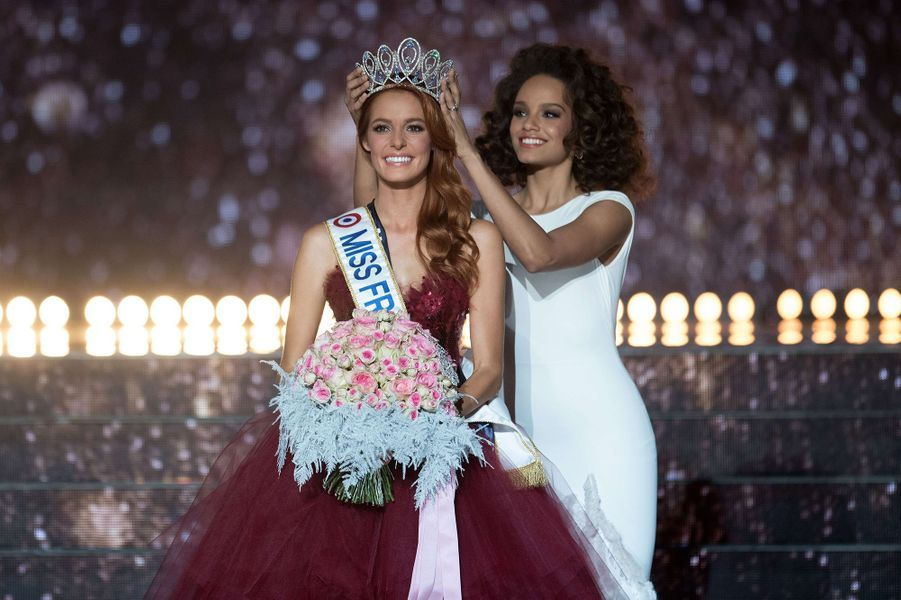 Maëva Coucke (couronnée par Alicia Aylies)est sacrée Miss France 2018 à Châteauroux le 16 décembre 2017