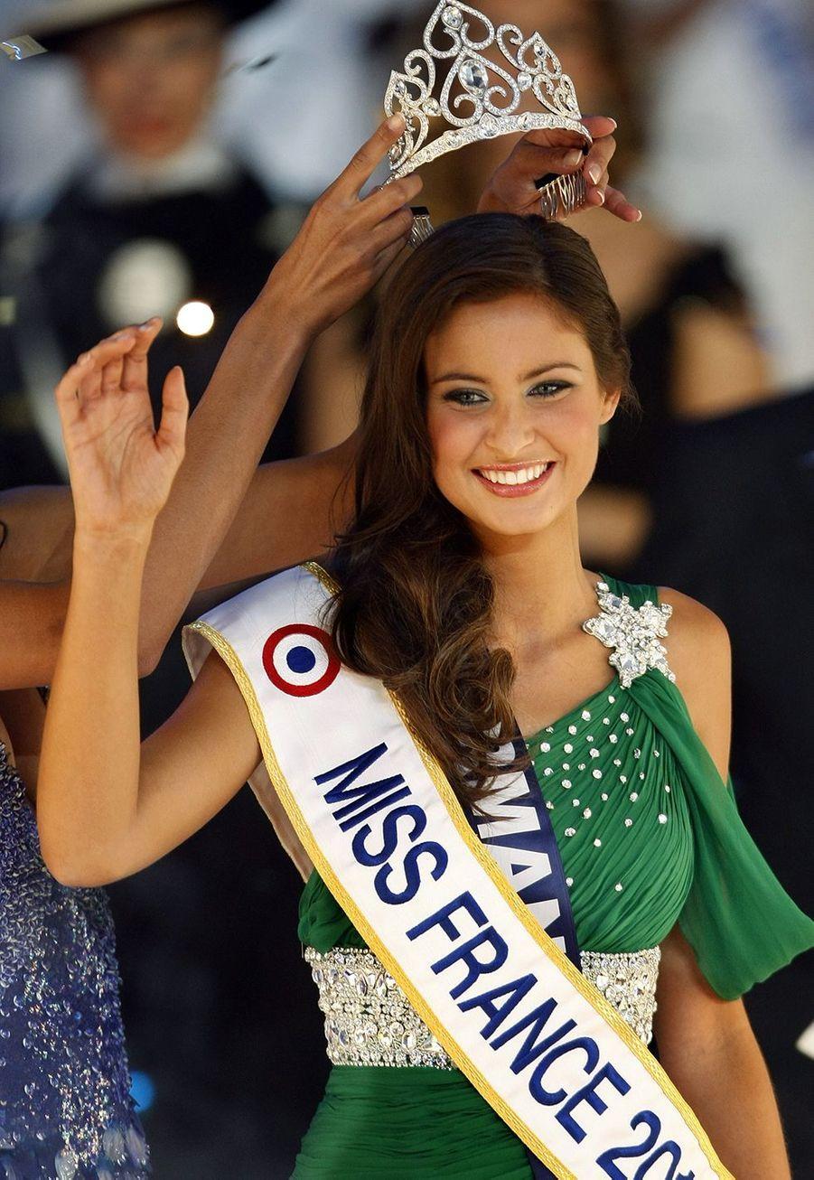 Malika Ménard est sacrée Miss France 2010 à Nice le 5 décembre 2009