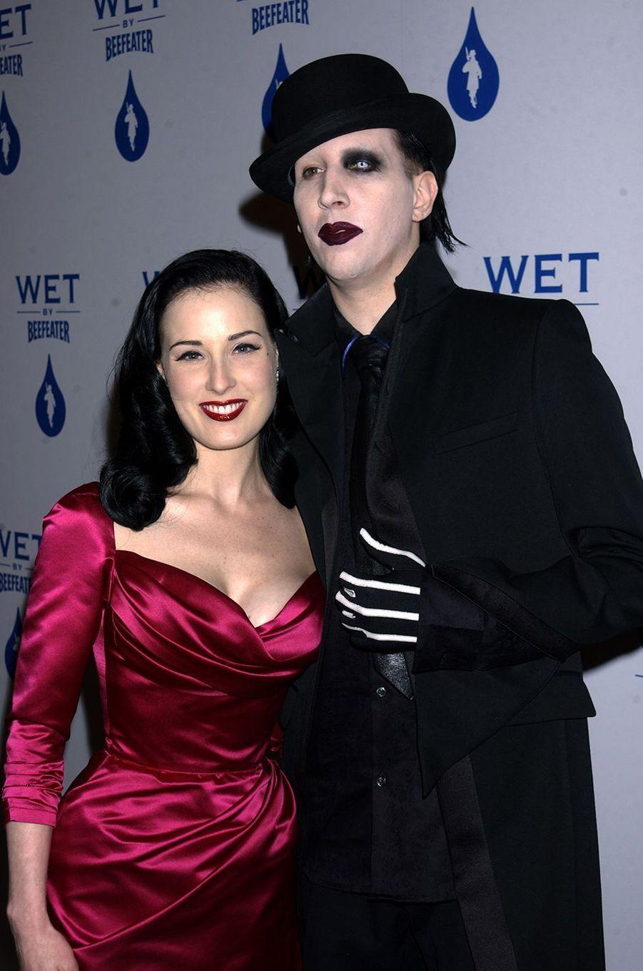 Dita Von Teese et Marilyn Manson lors d'un gala en mai 2003
