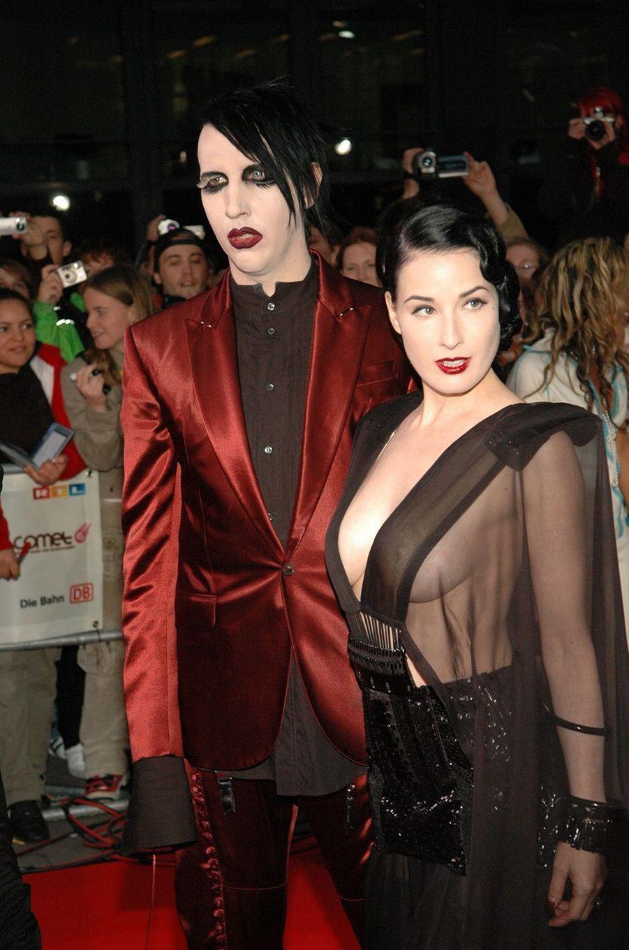 Marilyn Manson et Dita Von Teese auxComet Awards en septembre 2004