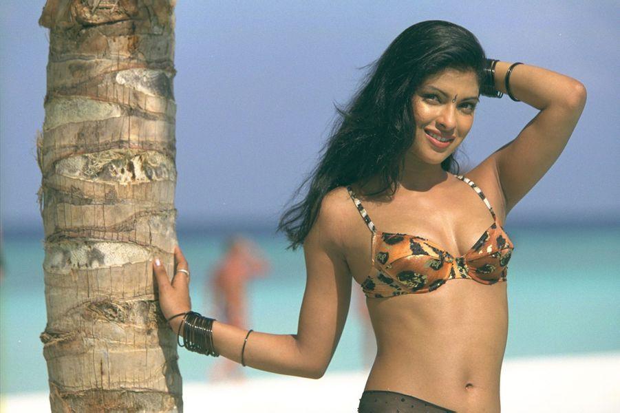 Priyanka Chopra lors du voyage de préparation de l'élection Miss Monde 2000 aux Maldives