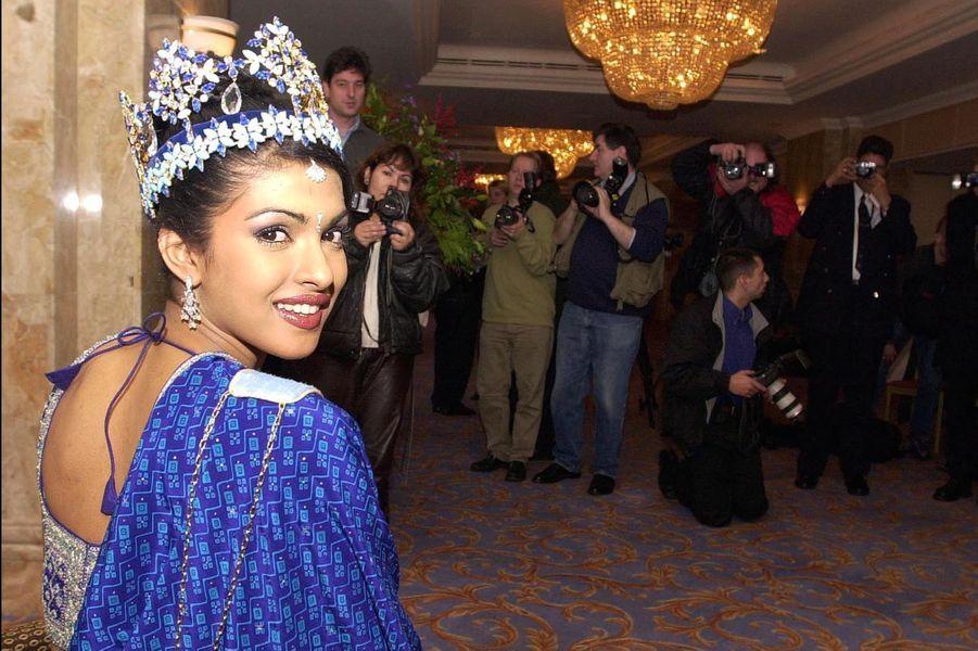 Priyanka Chopra, Miss Monde 2000, après son couronnement auDôme du Millénaire de Londres le 30 novembre 2000