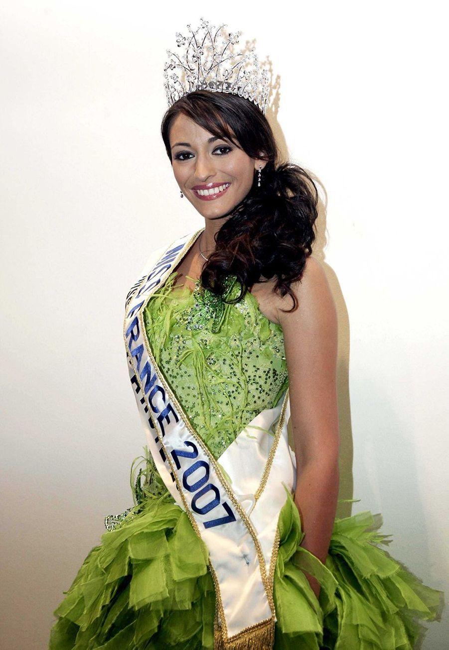 Rachel Legrain-Trapani, Miss France 2007, aprèsson électionauPalais des congrès du Futuroscope le 9 décembre 2006