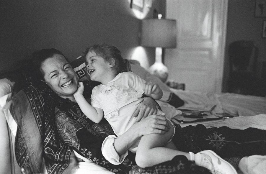 Romy et sa fille, Sarah Biasini,3 ans et demi.