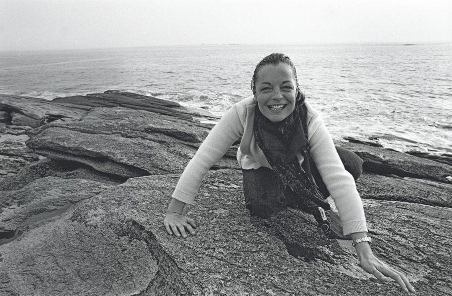 Romy Schneider en avril 1981 à Quiberon.