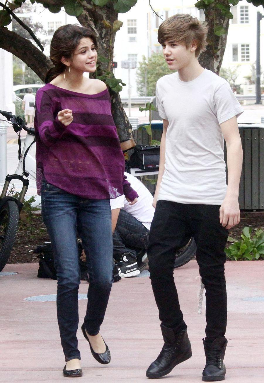Selena Gomez et Justin Bieber dans les rues de Miami le 19 décembre 2010
