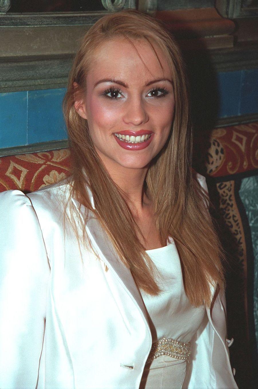 Elodie Gossuin aux célébrations des 20 ans de Sonia Rolland à Paris en février 2001