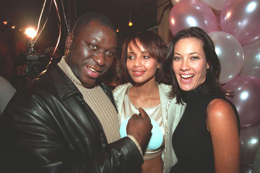 Sonia Rolland avec Mouss Diouf et Mareva Galanter aux célébrations de ses 20 ans à Paris en février 2001