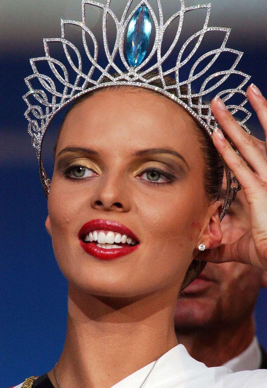 Sylvie Tellier est Miss France 2002 après son élection à Mulhouse le 8 décembre 2001
